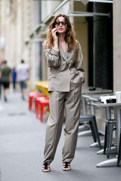 ゴルチエのパンツスーツをこなれたムードで着て - ファッション・インサイダーはこのブランドを支持! | SPUR.JP