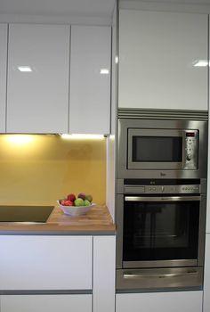 #cocinas Diseño de cocinas en Mostoles rey gola encimera emboquillada de madera