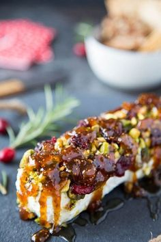 "Goat Cheese with Honey, Fig & Pistachios- This ""go-to"" easy appetizer is a crowd pleaser. Only 4 simple ingredients and 5 minutes to whip up. appetizers healthy Goat Cheese with Honey, Fig & Pistachios Healthy Dessert Recipes, Gourmet Recipes, Cooking Recipes, Gourmet Desserts, Party Recipes, Plated Desserts, Blender Recipes, Jelly Recipes, Budget Recipes"