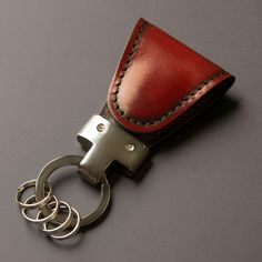 【Vintage Revival Productions×YUHAKU(ヴィンテージ リバイバル プロダクションズ×ユハク)】Key Clipの商品詳細ページです。磁石の力でクリップ&ホールドできるキーホルダーのYUHAKUコラボモデル。