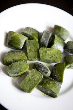 Make Frozen Spinach Cubes for Your Green Smoothie ~ Great Way to Save that Spinach Before it Goes Bad