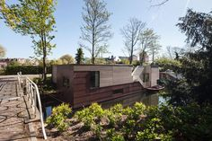 Modern Houseboat in the Netherlands Gives Each Privacy and Views - http://www.interiordesign2014.com/interior-design-ideas/modern-houseboat-in-the-netherlands-gives-each-privacy-and-views/
