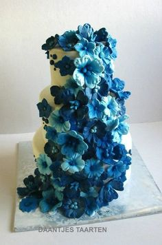 This would be so beautiful if the light blue flowers were replaced with coral flowers