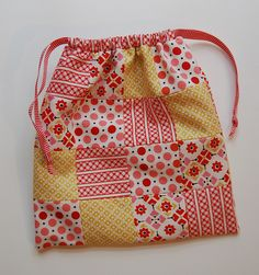 I have a fabulous mom! She is the kind of person that makes friends everywhere she goes. She has never left a party or gotten off a plane. Fabric Purses, Fabric Bags, Patchwork Bags, Quilted Bag, Drawstring Bag Diy, Diy Wallet, Pouch Pattern, Mini Quilts, Hand Quilting