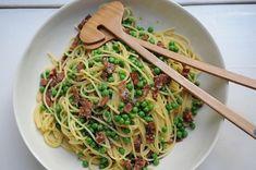 Always love a good carbonara!   Carbonara with Peas   7 Pastas To Eat When It's ColdOutside