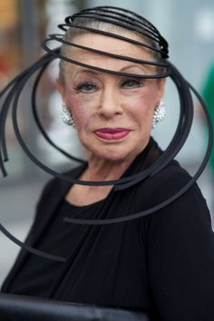 Lynn Dell by Ari Seth Cohen for Advanced Style find me this hat immediately Beautiful Old Woman, Beautiful People, Style Funky, Ari Seth Cohen, Advanced Style, Glamour, Ageless Beauty, Love Hat, Aging Gracefully