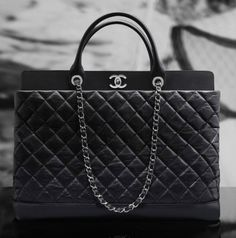 Classy and elegant Chanel bags for sale. Seize a classic Chanel flap, a vintage Chanel quilted tote, or other Chanel handbags at cheap price. Chanel Tote Bag, Chanel Handbags, Fashion Handbags, Fashion Bags, Tote Bags, Handbags Uk, Sling Bags, Style Fashion, Chanel Cruise