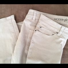 "Ann TaylorModern Fit Khaki Jeans Excellent condition. 98% cotton, 2% spandex. Machine wash.28.5"" inseam. Size 8, modern fit. Ann Taylor Pants Ankle & Cropped"