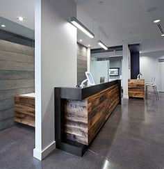 Modern Reception Desk, like the use of the thin wall as a divide Industrial Office Design, Modern Office Design, Office Interior Design, Office Interiors, Modern Offices, Office Designs, Modern Interior, Dental Reception, Modern Reception Desk