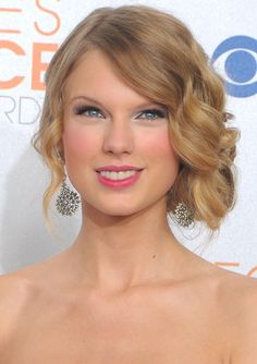 Taylor Swift's retro hairstyle would be great for a Gatsby or Vintage themed wedding!