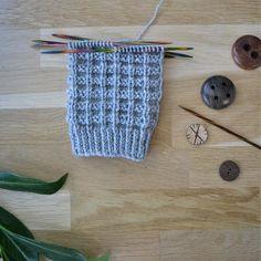 Jules - 52 sukanvartta Boot Toppers, Yarn Projects, Knitting Socks, Leg Warmers, Knit Crochet, Cute, Pattern, Blog, Diy