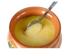 Ghee for skin: It is a common notion that ghee is used only orally. But in Ayurveda, it is extensively used for skin care. A special, simple way to use ghee Ayurveda, Paleo Recipes, Real Food Recipes, Food Tips, Drink Recipes, Cooking Tips, Healthy Fats, Healthy Eating, Healthy Life