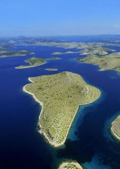 Best Croatian Islands To Visit In 2020 - Island Hopping Croatia Europe Travel Tips, European Travel, Places To Travel, Travel Advice, Travel Guides, Amazing Destinations, Vacation Destinations, Croatia Island Hopping, Croatian Islands