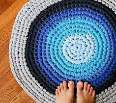 Crochet T-shirt Rug - want to recycle some old t-shirts into this!