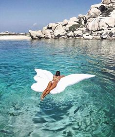 Angel wings fly in the sky and float on the water Summer Feeling, Summer Vibes, Summer Things, Pool Fotografie, Places To Travel, Places To Visit, Travel Destinations, The Ocean, Jolie Photo