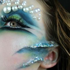 AGWE: Like a strong warrior eye, with pearls , thinks prosthetic gill is too muc. AGWE: Like a str Sfx Makeup, Costume Makeup, Makeup Art, Fashing Make Up, Halloween Make Up, Halloween Face Makeup, Siren Costume, Mermaid Parade, Galaxy Makeup