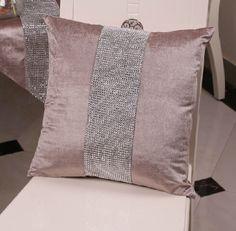 Outdoor Pillow Decor - - Pillow Texture Classic - Christmas Pillow Sayings - Outdoor Pillow Ideas Color Schemes - Body Pillow Aesthetic Decorative Cushions, Decorative Pillow Covers, Cushion Cover Designs, Cushion Covers, Kids Pillows, Throw Pillows, Moroccan Floor Pillows, Designer Bed Sheets, Pillow Crafts
