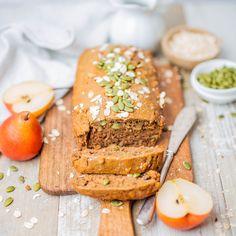 Hazel & Cacao | Vegan Spiced Pear Loaf #pearload #vegan #plantbased #pear #dairyfree #eggfree #refinedsugarfree Vegan Recipes Easy Healthy, Healthy Desserts, Vegetarian Recipes, Vegan Sweets, Vegan Food, Pear Bread, Vegan Thanksgiving, Thanksgiving Desserts, Pear Dessert