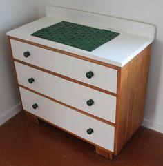 Vintage drawers DIY make over www.diydiva.co.nz/ Vintage Drawers, Diy Drawers, Retro Dresser, Diy Projects, Table, Furniture, Home Decor, Retro Sideboard, Decoration Home