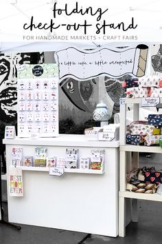 Smart funky home decor designing reference 6047090691 for that really homely decor. Craft Show Booths, Craft Fair Displays, Craft Show Ideas, Store Displays, Retail Displays, Fold Up Stool, Spa Room Ideas Estheticians, Window Display Retail, Window Displays