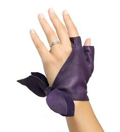 """The """"Unpublished""""-Atelier du Gantier-Glove with cut fingers with the particularity to have only the thumb and forefinger, and godiagonally to be closed by a node on the side of the hand. Choose your colour among 22 colours. Lamb leather glove. Manufactured in Millau in our workshop."""