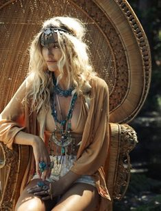 Modern hippie layered necklaces for a boho chic gypsy style. FOLLOW http://www.pinterest.com/happygolicky/the-best-boho-chic-fashion-bohemian-jewelry-gypsy-/ for the BEST Bohemian fashion trends in clothing & jewelry.