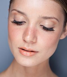 Trying to get some ideas for wedding makeup, not something I usually think about. I love this though, very natural with subtle emphasis on rosy cheeks and eyes. [peaches and cream makeup]