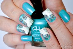 Most of us who are very new to nail art has the tendency to imagine the effort as a festivity of colors. The more colorful the design, the more it is Peacock Nail Designs, Peacock Nails, Beach Nail Designs, Nail Art Pena, Hot Nails, Hair And Nails, Fish Scale Nails, Feather Nail Art, Animal Nail Art