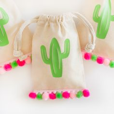 No-Sew Mini Pom Pom Party Favor Bags - Creative Mom 101 Get the fiesta started with these cactus theme party favors! Fill these favor bags with candy, small baked goods or tiny trinkets for the perfect party favor that your guests are sure to love! Cactus Craft, Cactus Decor, Cactus Centerpiece, Cactus Cactus, Party Favor Bags, Birthday Party Favors, Fiesta Party Favors, Favor Favor, 21st Party