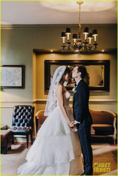 amber stevens andrew j west wedding photo exclusive 01 Greek co-stars Amber Stevens and Andrew J. West look absolutely gorgeous in this exclusive picture from their wedding!    The duo, who met on the set of Greek back…