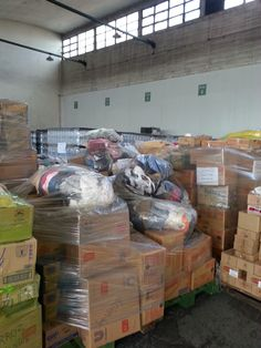 El depósito de la Distribuidora Metropolitana en plena organización.