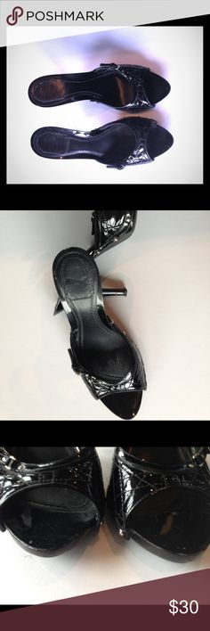 Authentic Christian Dior heels Gently worn, a little scratch on heel and front (see pictures). Size 40 Christian Dior Shoes Heels