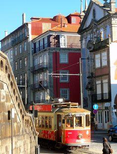 *Eléctricos da cidade do Porto* A rede de eléctricos da cidade do Porto, existente desde 1895, é explorada pela STCP, contando, em 2011, com três carr... - Mais Portugal - Google+