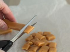 Super easy to cook in microwave- Super nemme karameller i mikroovn Caramel candies in microwave - Microwave Caramels, Microwave Recipes, Small Baking Dish, Baking With Kids, Homemade Sweets, Homemade Candies, Fudge, Sweets Cake, Xmas Food