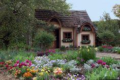 90 stunning small cottage garden ideas for backyard inspiration Fairytale Cottage, Garden Cottage, Home And Garden, Backyard Cottage, Romantic Cottage, Easy Garden, Spring Garden, Garden Tips, Herb Garden