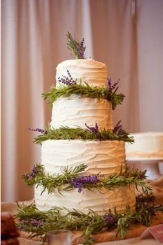 This would be so easy to do.  A beginning cake decorator could make this fantastic wedding cake.