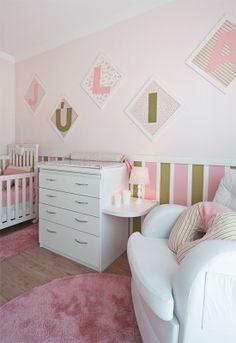 Quarto de bebê rosa e verde ocupou o velho canto da bagunça - Casa