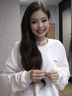 jennie and kai😗 Kim Jennie, Kpop Girl Groups, Korean Girl Groups, Kpop Girls, Blackpink Members, Blackpink Photos, Poster Design, Blackpink Fashion, Blackpink Jisoo