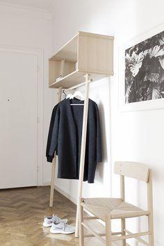 The hallway of Sarah van Petegehem, founder of Coco Lapine Design blog, features Børge Mogensen's chair J39 - a design from 1947.