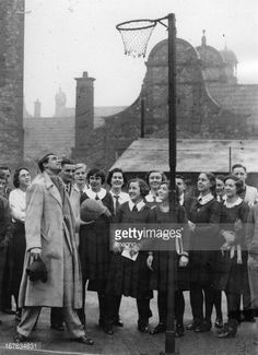Cary Grant visits his old secondary school at Bristol. November Cary Grant besucht seine einstige Secondary School in Bristol. Get premium, high resolution news photos at Getty Images Cary Grant, Old Hollywood Stars, Classic Hollywood, Photos Originales, English Gentleman, Mary Tyler Moore, Elizabeth Montgomery, Carole Lombard, Charming Man