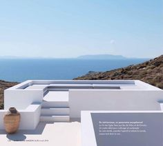 "131 mentions J'aime, 7 commentaires - #Stéphaneghestemarchitecte (@stefghestemarchitecte) sur Instagram : ""Stephane Ghestem architecte House in Folegandros  Marie Claire Maison juillet août 2016.…"" Rooftop Design, Rooftop Terrace, Lanai Room, Outside Stairs, Sunken Fire Pits, African House, Greek House, Backyard Garden Design, Beach Design"