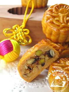 ive Happiness Nutty Mooncake 五仁月饼. Filling with nuts, fruits, meat floss