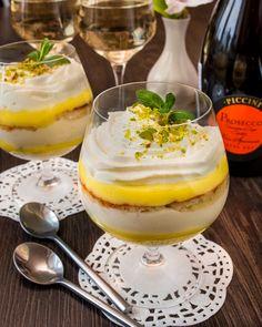 Пока зреет список новых рецептов к Новому году, я побалую вас десертом. Он очень нежный, кремовый. И подается порционно - а это отличный вариант для званого ужина или даже для все того же новогоднего стола  Для подачи подойдет любая прозрачная посуда. креманки, стаканы или даже бокалы для коньяка, как на моем фото.Если вам лень [...]