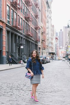 Cute spring and summer work outfit ideas that are stylish and fun while not being boring at all. Modest Outfits, Modest Fashion, Fashion Bloggers, Fashion Trends, Summer Work Outfits, Pink Accents, Affair, Most Beautiful, Outfit Ideas