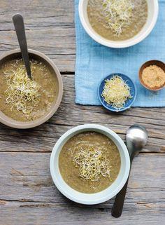 Linzensoep met kokosmelk en alfalfa
