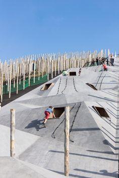 Play Landscape be-MINE. Modern Playground, Park Playground, Playground Design, Landscape And Urbanism, Landscape Design, Cool Playgrounds, Community Places, Public Space Design, Site Archéologique