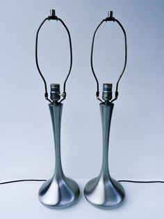 MODERNIST VINTAGE PAIR 'HEYCO' BRUSHED ALUMINUM TULIP BASE TABLE LAMPS, Mid-Cent