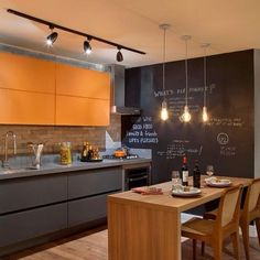 Cozinha moderna com um toque de cor laranja!!  www.diycore.com.br #amor #arte #movel #madeira #cor #casa #cores #cores #DIY #decor #design #diycore #home #homemade #homedecor #homedesign #homesweethome #instagood #instahome #instalove #instadecor #instaphoto #cozinha #kitchen
