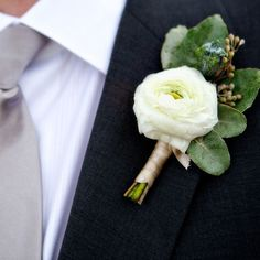 white ranuculus boutonniere - Use less greenery