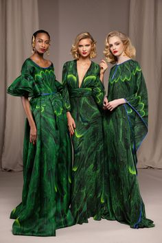 Fashion News, Fashion Beauty, Fashion Show, Women's Fashion, Green Fashion, Fashion Trends, Brocade Dresses, Naeem Khan, Couture Fashion